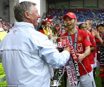 Giggs and Ferguson with PL trophy at Wigan