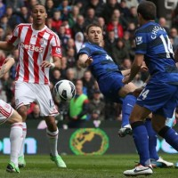Manchester United's Michael Carrick scores